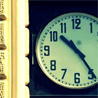 orologio stazione bologna fermo alle 10,25 - simbolo strage 2 agosto